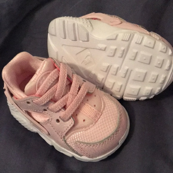 2830811b6775 BABY GIRL NIKE HUARACHE RUN SE RUNNING SHOES. M 5aabf0cbfcdc31760d185235